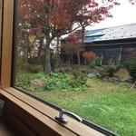 60403456 - 大きな窓からの眺め…紅葉が見ごろでした