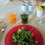 レストランKEI - サラダ                             ジュース2種(みかん・こまつな)                             ヨーグルト