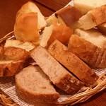 BREAD&DISHES MUGINOKI - パン盛り合わせ