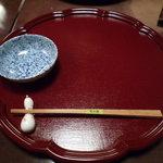 豆水楼 祇園店 - 最初このようなお盆が個人個人にセットされており、そこに料理が次々と運ばれてきます