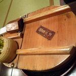 豆水楼 祇園店 - 湯豆腐用。木の桶