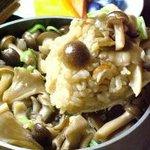 ゆた坊 - 【地鶏と茸の釜飯】・・・780円 創業以来変わらない、素朴な味の中にもしっかりとした旨味。