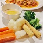 MUSHROOM - 手前:温野菜バーニャカウダー。あったかい野菜なので冬にいいよね!