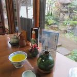 山禅 - ドリンク写真:癇酒+庭の景色(2016/12)