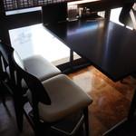 浅草うな鐵 - 二階テーブル席