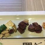香音 - 付け合わせの野菜は、豆腐・ピーマン・サツマイモ・それからエリンギ(?)