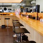 麺屋いっちょう - 明るく広々とした空間