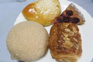 山下製パン所 - 買ってきた4種類のパン