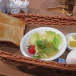 カフェ青山 - トースト、サラダなど