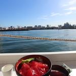 マグロ卸のマグロ丼の店 - マグロ卸のマグロ丼 500円。