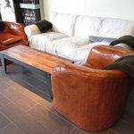 グロリアス チェーン カフェ - ソファー席(入口から左手)