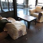 グロリアス チェーン カフェ - ソファー席(入口から右手)