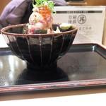 60421041 - 海鮮丼のアップ