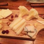 60421338 - チーズいろいろ