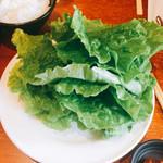 60421762 - 食べ放題のサンチュ