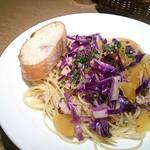 Turre Turre - 豚肉と紫キャベツと金美人参のペペロンチーノ