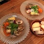 TPIN - 前菜5種盛り合わせ&サラダ と バケット