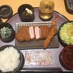 この町の専門店 とんかつ・カツ丼 深井店 - 料理写真:200g以上の定食 海老フライ食べ放題