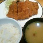 伊志井 - 料理写真:特大とんかつ定食(税込み1,300円)