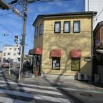 丸十ムラタパン - う~ん、丸十パンにそぐわないきれいな店舗です。(笑)
