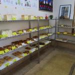 丸十ムラタパン - 黄色い値札が丸十組合店の証。