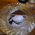 60424814 - チーズケーキ,アイスクリーム添え