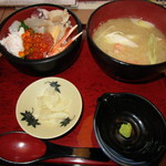 60425421 - 海鮮ちらし丼(上)セット(1296円)