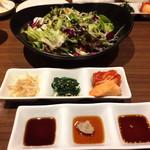 牛8 - 前菜3種&サラダ