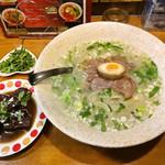 極 蘭州拉麺 - 蘭州牛肉拉麺とトッピング (パクチーと牛バラ)