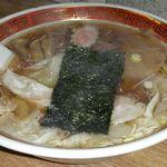 60430473 - ワンタンメン 690円。麺はスープに絡みやすい縮れ麺。