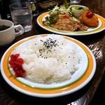 キャビン - 豚生姜とカニクリームコロッケ定食。