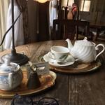 60432747 - 窓際席で紅茶
