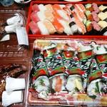 60433581 - 【2016.12.24(土)】にぎり寿司+巻き寿司+ローストチキン