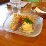 CAFE NADI - ピサンゴレン。バナナのフリッター。