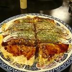 よっちゃん広島風お好み焼き - 超特大お好み焼きですよ。