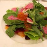 オー ミリュー ドゥ ラ ヴィ - 前菜のサラダ