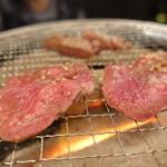 塚本 肉焼屋 - ☆タンを焼き焼き(^O^)☆