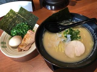 鶏専門 らーめん銀 - こってりの白湯と豪華4点盛