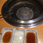 焼肉 きんぐ - 網、タレ(ポン酢、レモン、普通の)