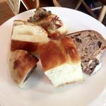 ワイン食堂 ル・プティ・マルシェ - 『ラトリエ・デュ・パン』さんのパンがおかわり自由