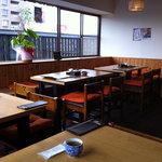 亜和膳 - 店内の一部。右側にもっと席がある