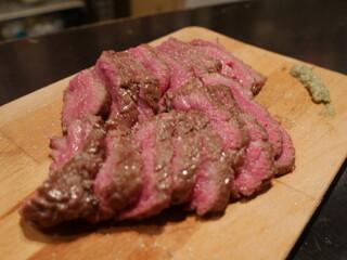 なかむら - イチボ2,400円。厨房で焼いてくれる。塊の大きさで値段が異なる。