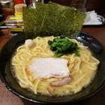 横浜家系ラーメン 三ノ宮商店マックス - 豚骨醤油ラーメン