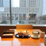 日本料理 佳香 - 和朝食3,683円座った瞬間のテーブル