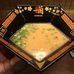 一蘭 - この形の丼だからスープがすんなり入る