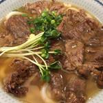 肉饂飩とみ坂 - 上あぶり肉うどん、940円!お値段たかいけど、うまかっちゃん。ご馳走さん。