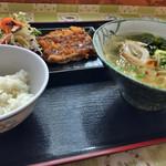 とん吉食堂 - アカン定食 ¥320