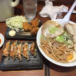 田力 - タンメン(煮玉子、チャーシュー、メンマトッピング)、餃子、唐揚げ