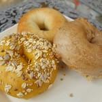 60450171 - 奥:ツナマヨカレー、右:くるみメープルクリームチーズ、左:かぼちゃ×2