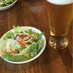 60458196 - セットのサラダ&ビール